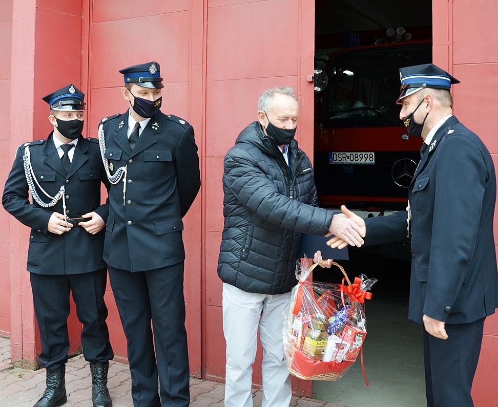Ilustracja do informacji: Władze Powiatu podziękowały strażakom ochotnikom