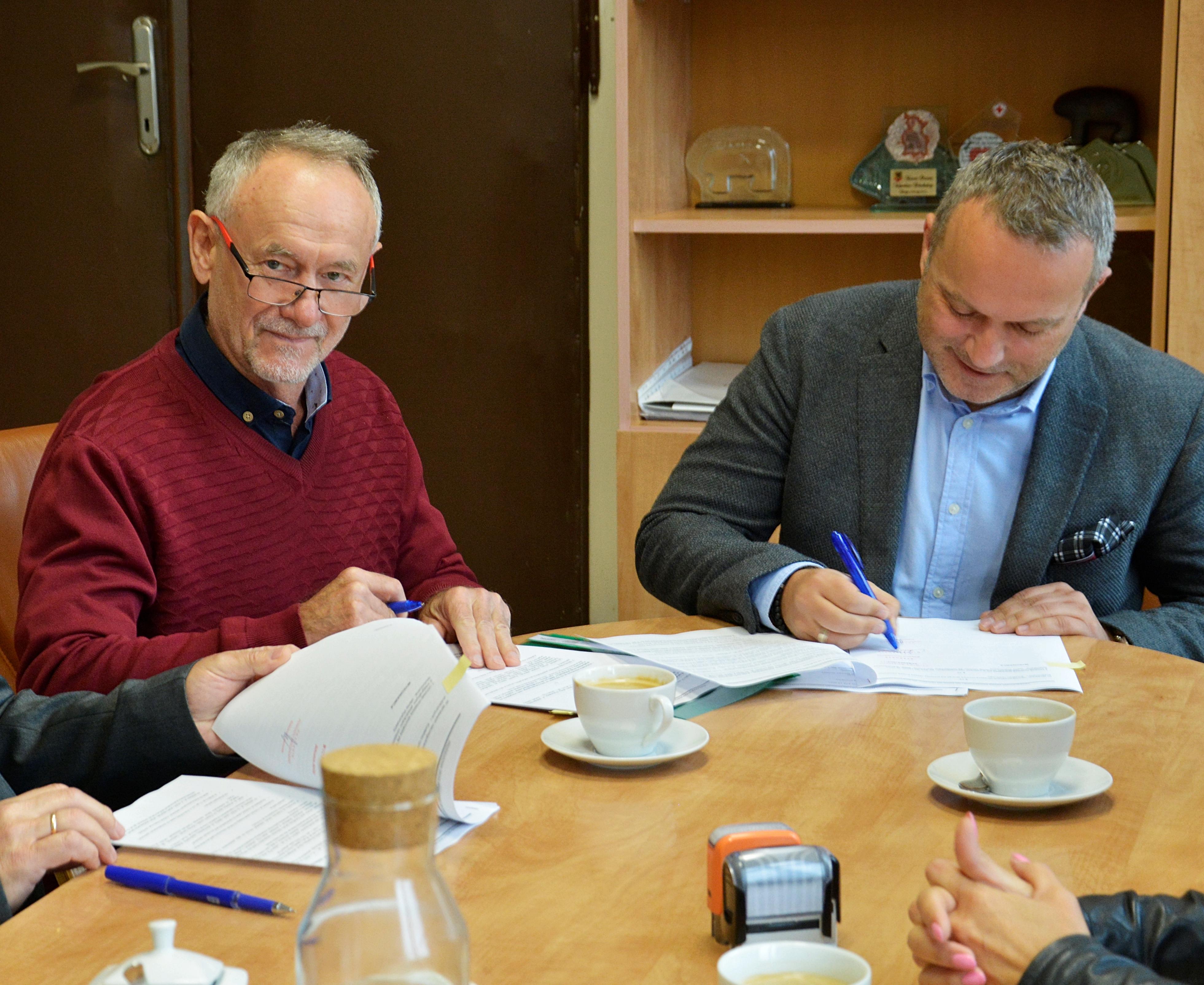 Ilustracja do informacji: Podpisano umowę na remont drogi Wilkostów-Czerna